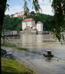 1254886_high_waters_at_passau.jpg