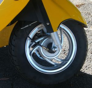 1007233_yellow_scooter.jpg