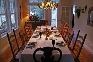 thanksgiving-table-423560-m.jpg