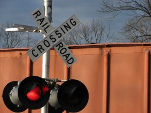 777628_railroad_crossing.jpg