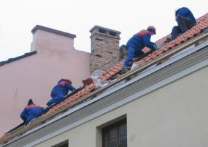 915719_construction_workers_on_a_roof.jpg