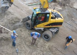 915305_construction_workers.jpg