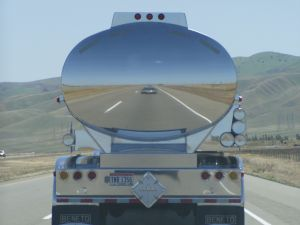 395160_tanker_truck_reflection.jpg